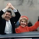 Ronald und Nancy Reagan während der Amtseinführungsparade 1981 in Washington, D.C.